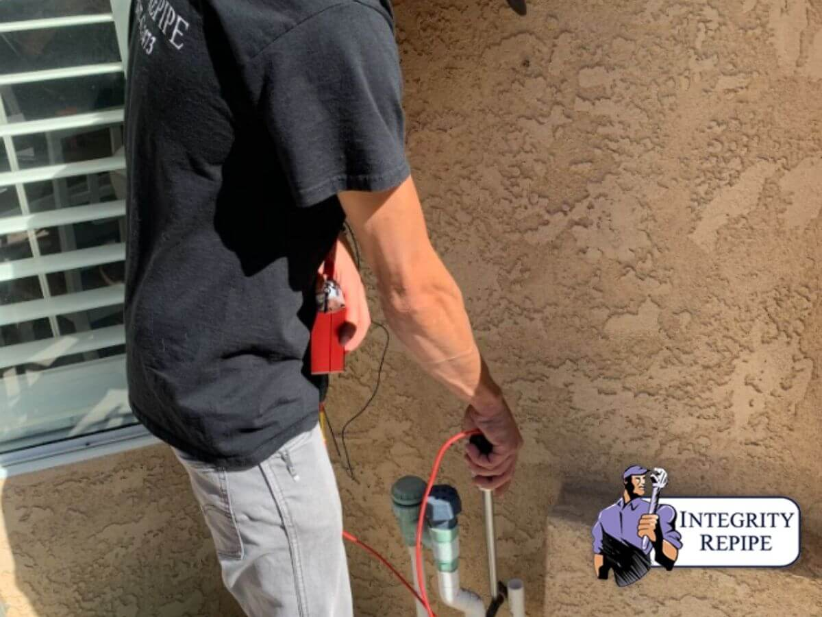 Integrity Repipes professionals perfoms a plubing inspection to detect leaks